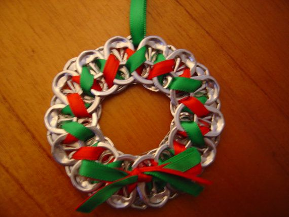 soda top wreath ornament... this would be a cute Christmas craft for the kids to make!