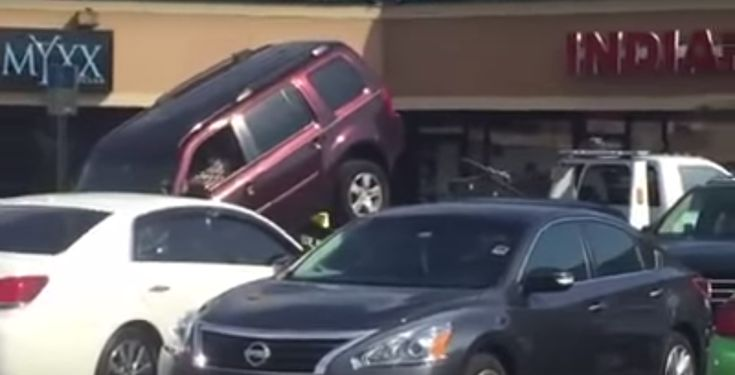 Driver desperately tries to avoid being towed by attempting to drive off the back of a tow truck! Amazing video captured in a parking lot, Orlando, Florida.