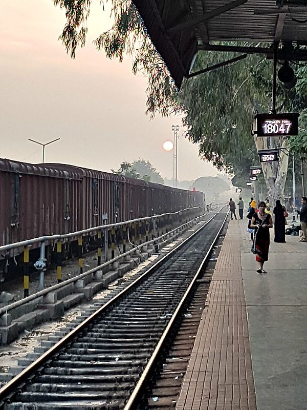 Tain Station in India    India train travel is a wonderful opportunity to meet the locals and make new friends. Here are things you need to know about catching a train in India.