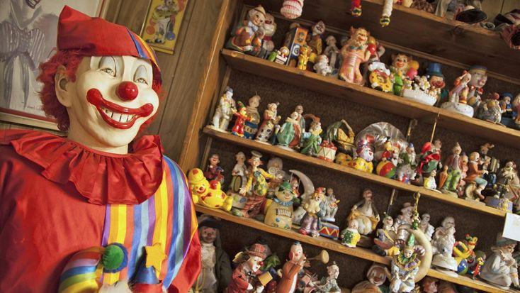 Il Clown Motel è uno strano motel negli Stati Uniti, nel mezzo nel deserto e costruito proprio accanto a un cimitero abbandonato.