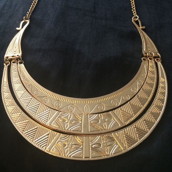 Gold necklace 7 inch chain. Solid,but not too heavy. Plates sit right on top of chest. Latch fits around the other jump rings so it can be adjusted to fit anywhere between the neck and chest. Brand new, never worn, perfect condition. Rainbow Jewelry Necklaces