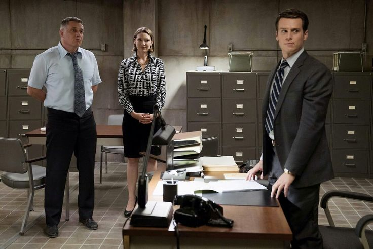 Jonathan Groff, Holt McCallany and Anna Torf in Netflix Mindhunter.