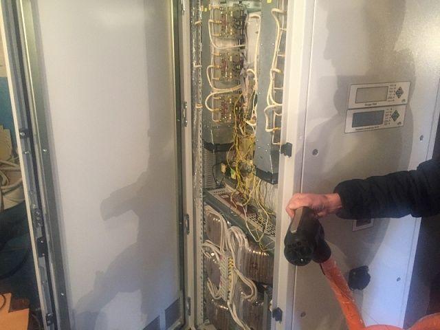 Українська аерокосмічна компанія почала виробляти зарядні станції, які заряджають електромобілі за 20 хв : EcoTown