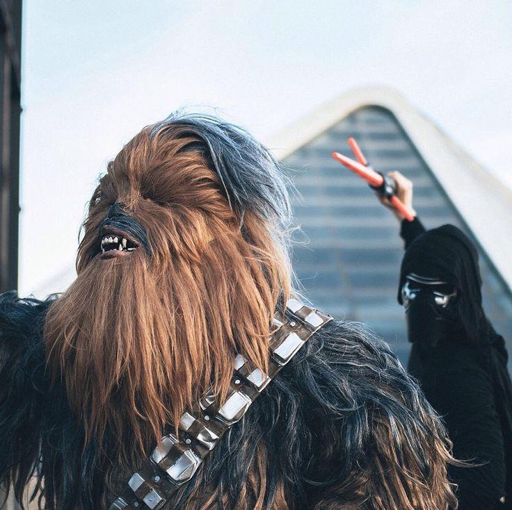 Mind your back Chewbie! . . . #chewbacca #kyloren #StarWars #starwarsfans #starwarsmemes #starwarsnerd #deguisement #disfraz #fato #travestimento #costume #fancydress #kostium #kostüm #party #stroje #przebranie #verkleidung #verkleedpak #kostume