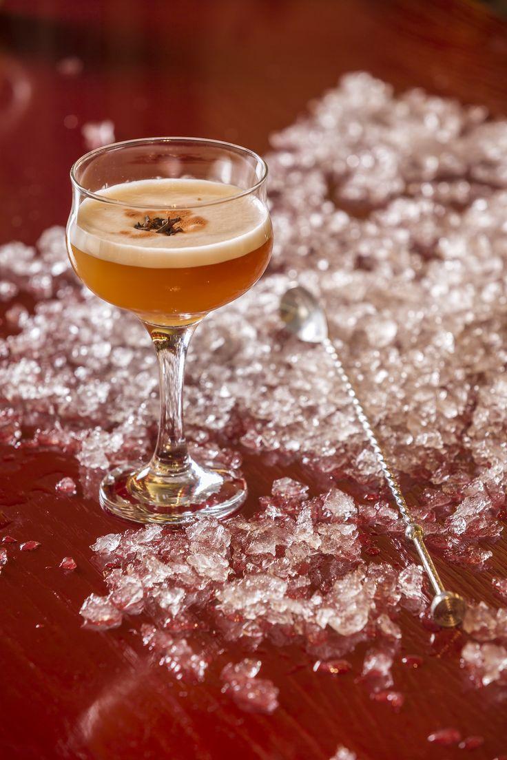 Signature Cocktails by John Samaras Παρασκευή σήμερα! Μην ξεχάσετε μετά την δουλειά το απόγευμα, να περάσετε από το bar του Pasaji για να απολαύστε ένα τα αγαπημένα σας cocktail με την υπογραφή του John Samaras. #Pasaji #PasajiAthens #CityLink #Athens #Cocktails #AthensFood #Restaurant #AthensRestaurant #FoodInAthens #RestaurantInAthens #LunchBreak #Athens #cocktails #SignatureCocktails #JohnSamaras