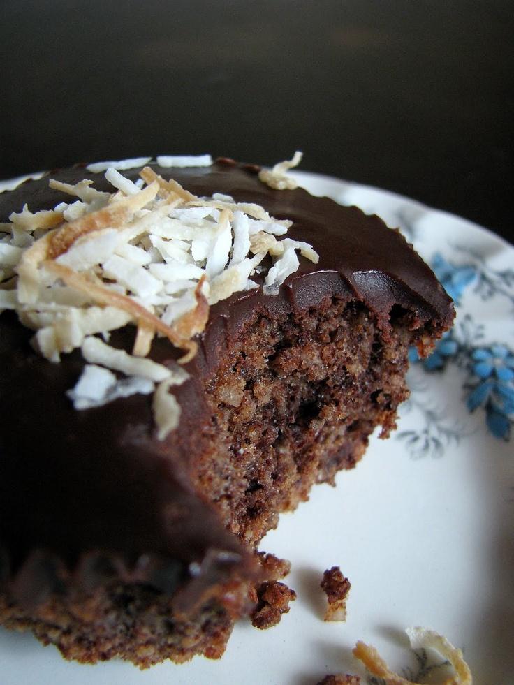 Flourless Chocolate Coconut Cupcakes (paleo/primal)