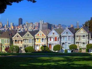 Alamo Square - San Francisco, California. Prachtig uitzicht over de stad en mooie Victoriaanse huizen