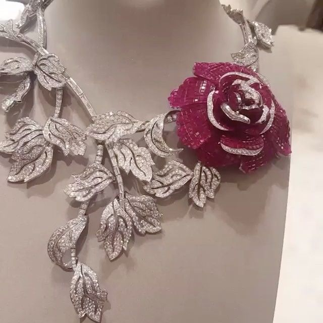 http://rubies.work/0502-sapphire-ring/ VAN CLEEF AND ARPELS Ruby and Diamond Necklace