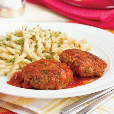 Galettes de bœuf à la sauce tomate - Soupers de semaine - Recettes 5-15 - Recettes express 5/15 - Pratico Pratique