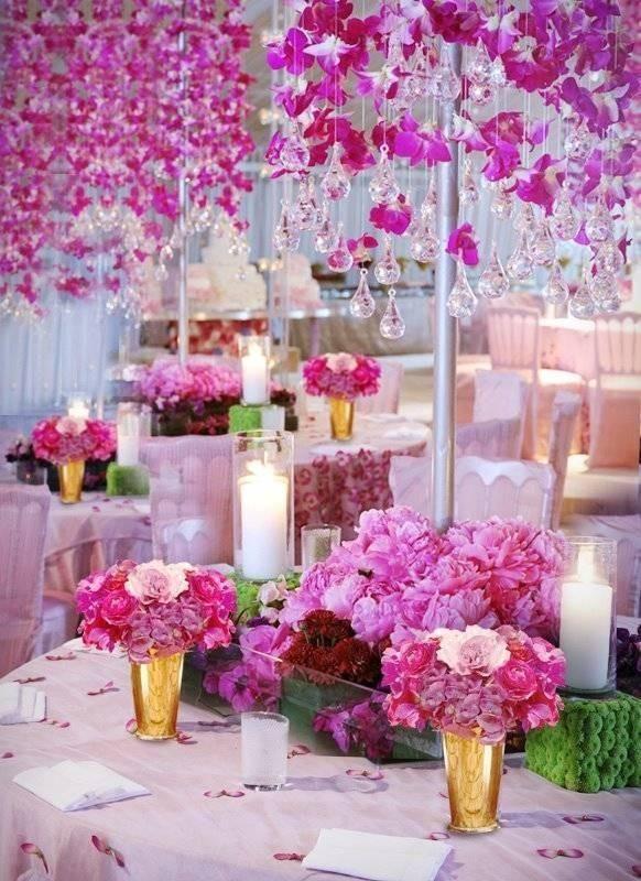 Hanging Fleurs roses et gouttes de verre Lustre rose ♥ Décoration mariage de rêve