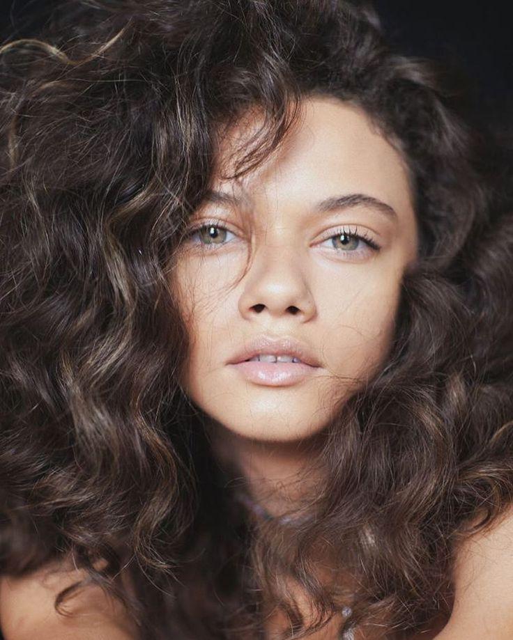 Brazilian model, hardcore cat lady  US: IMG Models Europe: Elite Model Mother Agency: Joy Models  Twitter: @marinadnery  Snapchat: marinadnery
