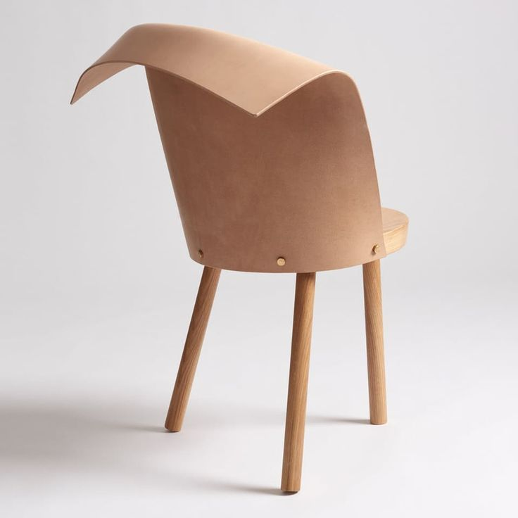 Toru is a studio in Barcelona. The designer Jordi Ribaudí launched its chair Clop at the Stockholm Furniture Fair. It is simply formed of a folded piece of leather and a wooden stool.