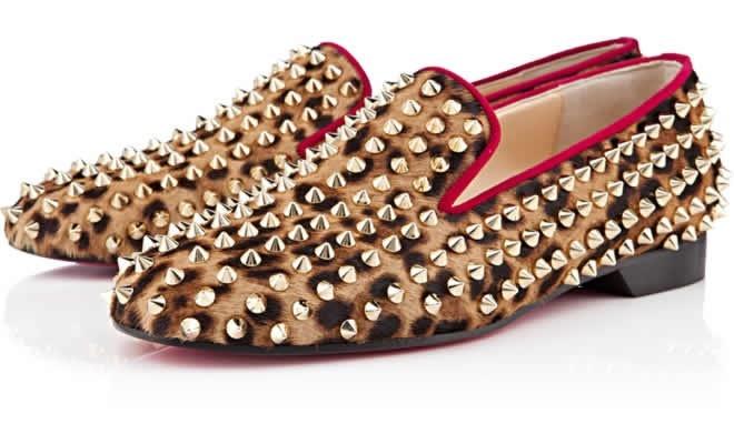 Zapatos print leopardo con tachas de Louboutin