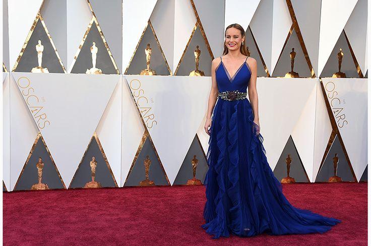 主演女優賞に輝いたのは、俳優・歌手のブリー・ラーソン。レッドカーペットには、鮮やかなブルーが目にまぶしいグッチのドレスで登場 Photo: AP / AFLO
