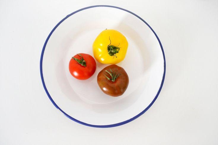 Assiette plate émail blanc bordure bleu, déco Paris boutique - Oranjade