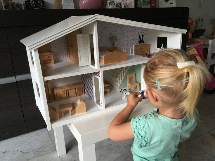 Een poppenhuis zelf opknappen: zo doe je dat! Rianne toverde een oud poppenhuis om tot een modern en hip huis en deelt haar stappenplan.