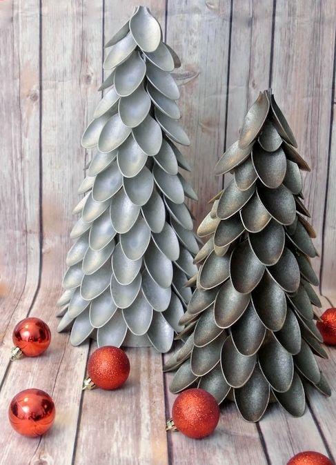 Árbol de Navidad con cucharillas de plástico   Decoración