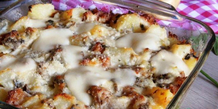 Είναι ίσως ένα από τα πιο νόστιμα και αγαπημένα πιάτα. Τόσο απλό αλλά και τόσο γευστικό που δεν το χορταίνουμε με τίποτα. Και δεν είναι άλλο από τις πατάτες με...