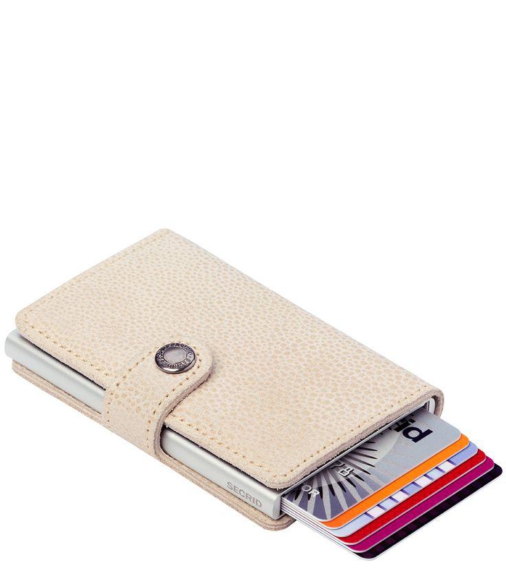 Briefgeld, kleingeld en pasjes; het past allemaal in de Miniwallet Glamour van Secrid! (€54,95)