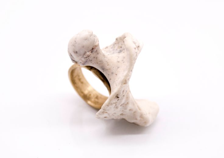 unique SAVVY jewellery brass ring with natural shell.
