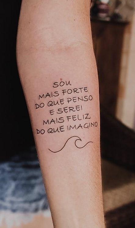 10 ideias de tatuagens femininas escritas - Crescendo aos Poucos em 2020 | Frases para tatuagem feminina, Tatuagem, Tatuagens escritas femininas