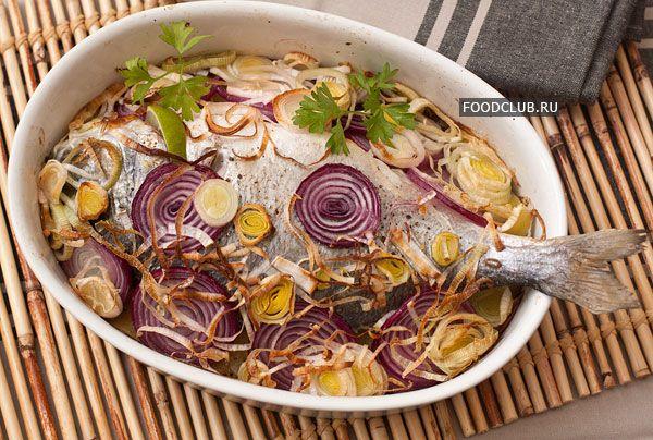 Несложный рецепт быстрого приготовления рыбы. Готовится очень просто и  сразу с гарниром. Основную работу делает духовка, особенно если попросить почистить рыбу в магазине. Подойдет любая рыба с небольшим количеством костей.
