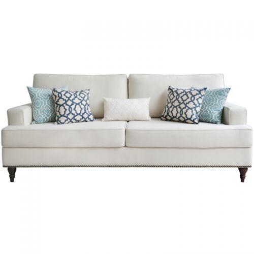 Wygodna sofa z serii LIVIA. Wykonana z solidnego drewna olchowego oraz obita tkaniną Min Grey w