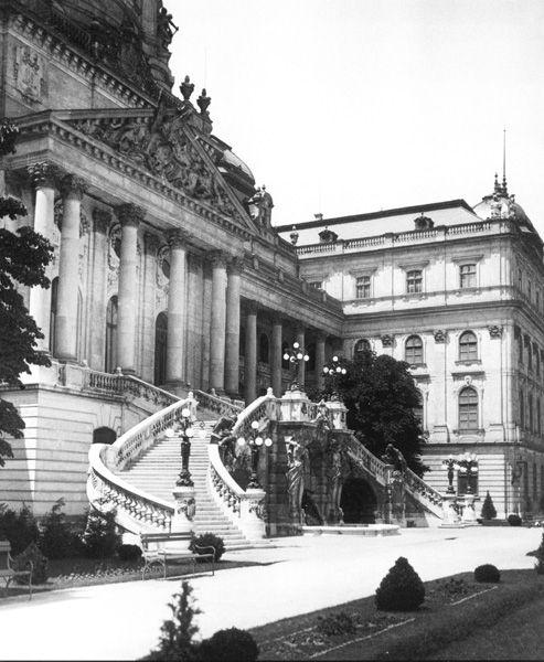 Budavári Palota - A dunai homlokzat közepe a Habsburg-lépcsővel -1930 körül