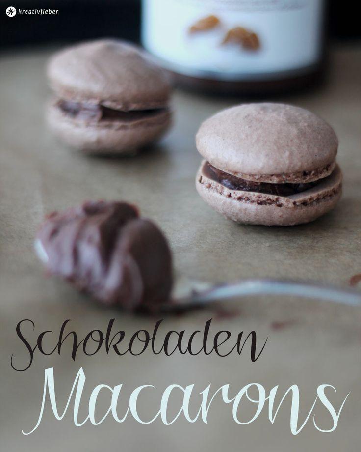 Heute haben wir Schokoladen Macarons mit gefüllt Milchschokoladencreme mit Toffee-Krokantgeschmack oder mit Nutella für euch! Super lecker!