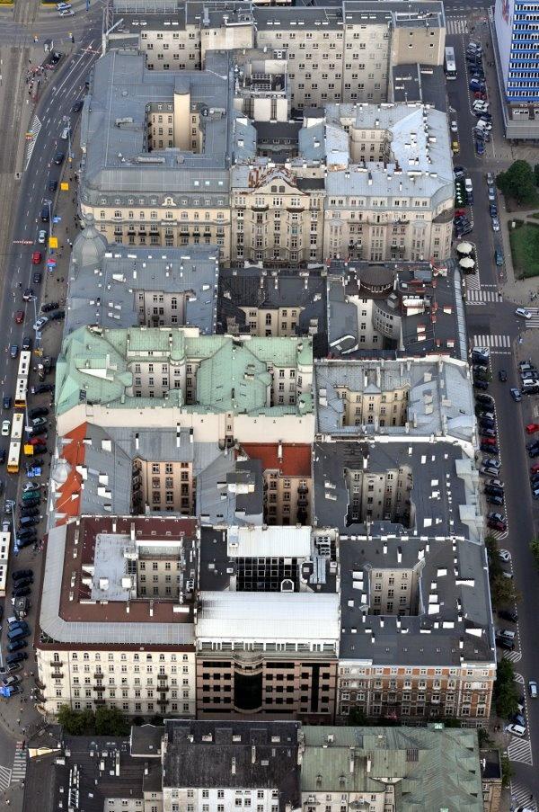 And this is a way of building of pre-war Warsaw, one of the few remaining quarters between the streets: Nowogrodzka, Pankiewicza and al. Jerozolimskie, thanks to Tu było, tu stało & Warszawa z Lotu Ptaka - https://www.facebook.com/photo.php?fbid=348333528571100=a.348332708571182.77251.168255536578901=1
