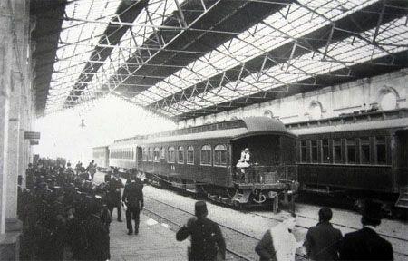 Por Allen Morrison* De recién llegado a la Ciudad de México en el año de 1947, los ferrocarriles, tanto de carga como de pasajeros, todavía tenían un rol muy importante dentro de la economía nacional. Para entonces ya eran una empresa estatal denominada Ferrocarriles Nacionales de México. Aunque hubo algunas otras como el Ferrocarril del …