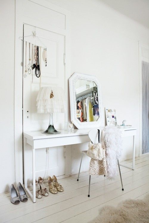 Narrow dressing table furniture pinterest for Skinny vanity table