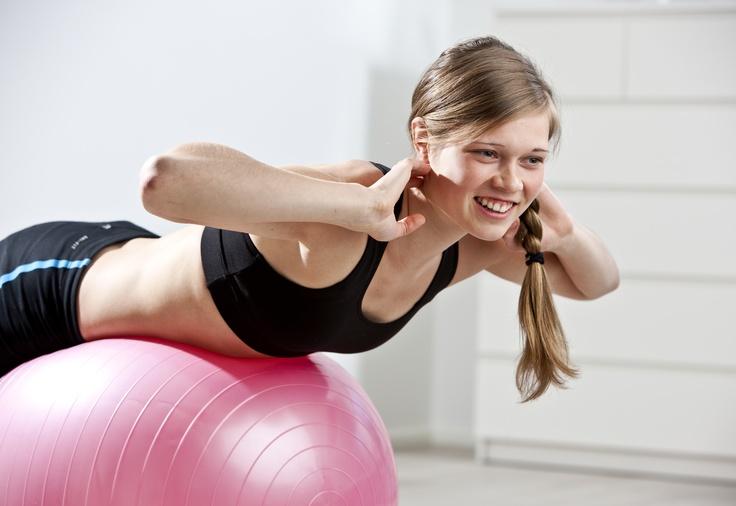 Heidi jumppaa Pilkkoset-urheilutopissa