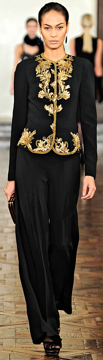 ✪ Ralph Lauren - Ready-to-Wear - Fall-Winter 2012-2013 ✪  Like a Malay/Indonesian kebaya.