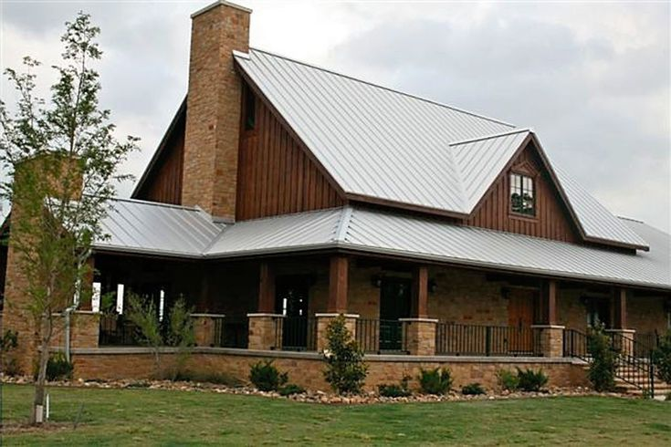 207 best one story ranch farmhouses with wrap around for Single story barn house plans