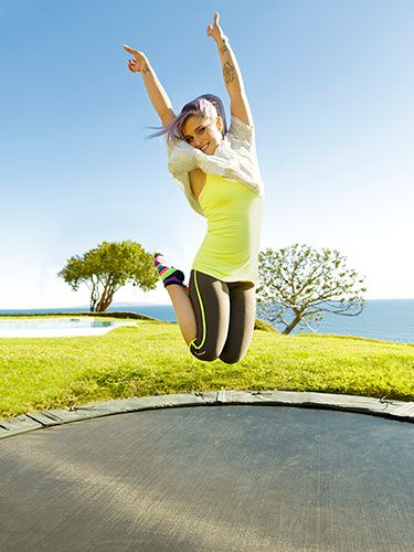 Bounce Your Way to a Better Body Want a workout that feels like play but tones everything: your arms, your legs, and even your abs? Hit the mini trampoline, like Kelly Osbourne did.  Read more: Kelly Osbourne Trampoline Workout - Easy Workouts To Lose Weight - Redbook Follow us: @REDBOOK Magazine on Twitter   REDBOOK on Facebook Visit us at Redbook.com