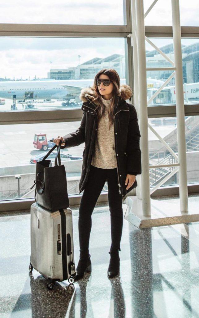 Пэм Hetlinger убивает этот классический стиль путешествий, состоящий из узкие джинсы, трикотажный свитер и толстый черный фугу куртка. С минималистский камера и пара оттенков, этот взгляд идеально подходит независимо от того, где ты смываешься в! Пальто: Марла, Джемпер: Нордстрем.