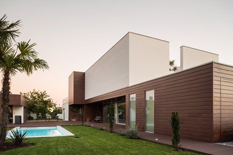 The challenge of this project was the expansion of a single-family house, with five years of existence. The house had weaknesses in its spatial organization, with missing space in some areas and wasted space in another ones. Besides, the house had...