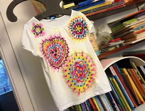 Fake batik with sharpies and rubbing alcohol. Kids craft. DIY.