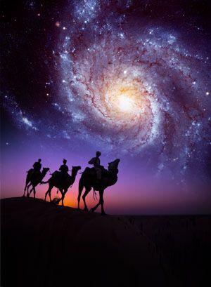 Três homens sábios andando pelas montanhas do Oriente até Jesus Cristo