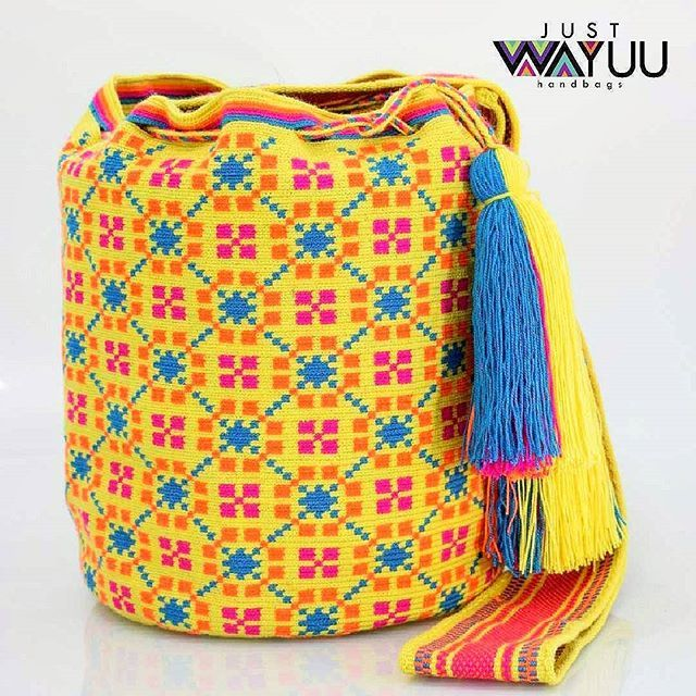 Bright colors for the upcoming season. Handcrafted handbags made by indigenous wayuu in the north of Colombia. Worldwide shipping – envíos mundiales – PayPal WA +57 3188430452 #seoul #ootd #mochilas #wayuu #handmade #boho #hippie #bohemian #trendy #knitting #australia #กระเป๋าถือ #Handgjord #Handgemacht #Handgemaakt #faitmain #london #australia #wayuubags #winter #Netherlands #handcrafted #fashion #กระเป๋า #france #newyotk #日本 #california #miami #Hæklet #newyork
