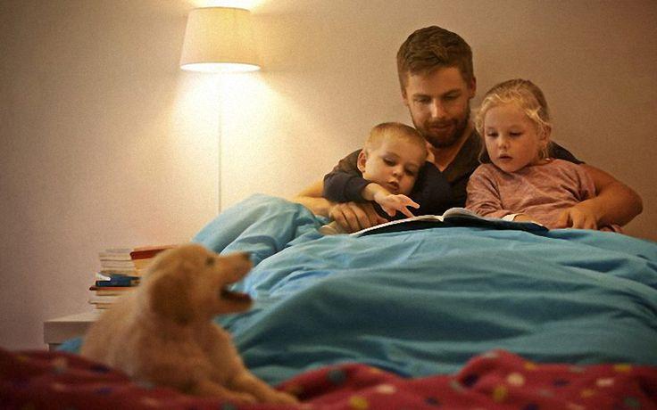 Vaikai geriau vystosi, kai pasakas prieš miegą skaito tėvas