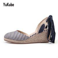 Yu Kube Cânhamo Tecido Sandálias de Cunha Mulheres 2017 Moda Cores Misturadas Sandálias Mulheres Praia Sapatos Plataforma Trepadeiras dedo do pé Fechado Clássico