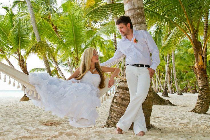 Романтические моменты на свадьбе в Доминикане.