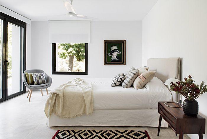 Camino Alto residence by Batavia with Melange rug