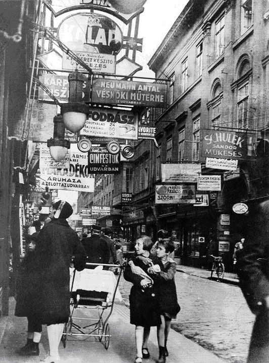 Király Street in one of the largest Jewish neighbourhoods in Budapest, 1929.  Photo by Imre Kinszky.