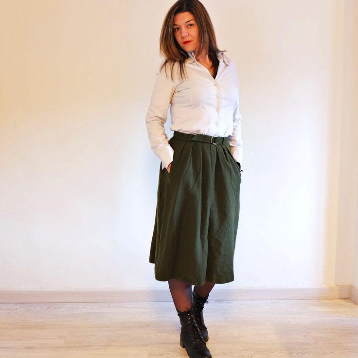 Vintage Wool Pleated Skirt, 70s. Midi skirt with pockets. Military Green Skirt Billy Bonny París. High Waist Skirt with Belt. Size S ** Falda midi plisada de Lana Vintage 70s. Falda con Bolsillos Verde Militar de Billy Bonny París, con Cinturón #gift #vintagestyle #streetstyle #streetwear #vintagewomen #greenskirt #vintageskirt #vintage70s By RebecaVintageShop