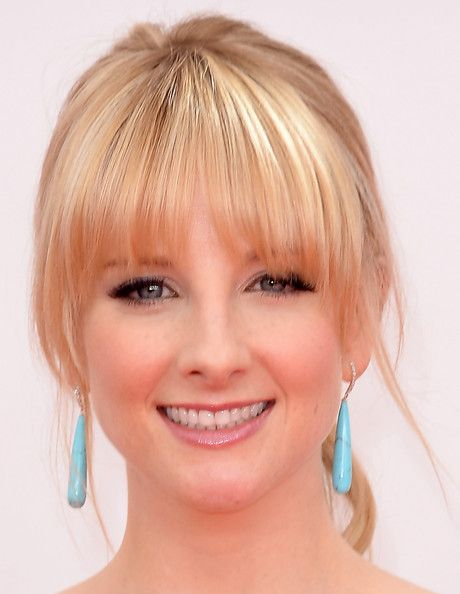 Melissa Rauch at the 2013 Emmy Awards - ponytail and long bangs