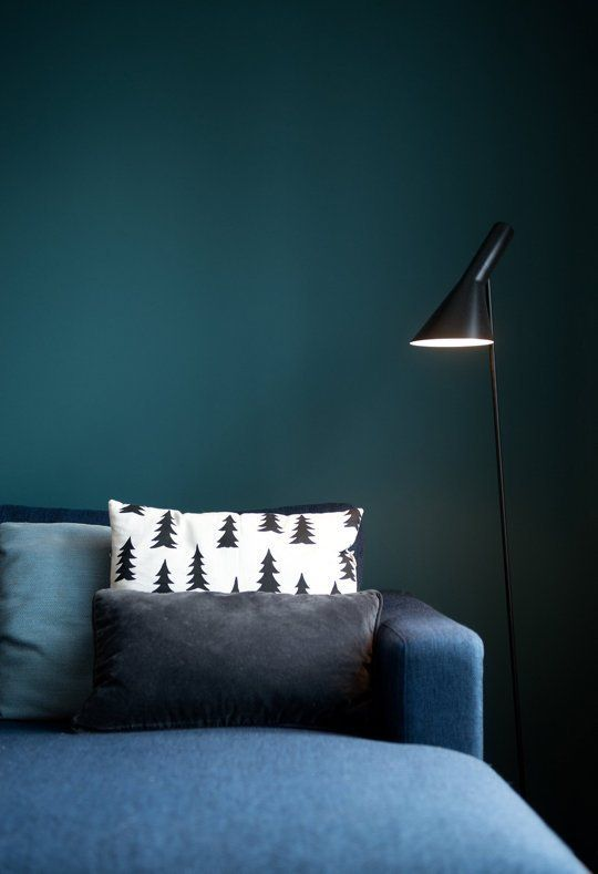 Love!!! This green so moody and perfect. And so modern with blue and Nordic pillow
