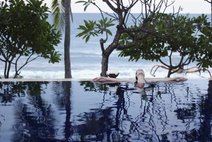 OopsnewsHotels - Spa Village Resort Tembok Bali. Spa Village Resort Tembok Bali, located in Bondalem, provides peaceful accommodation and superior facilities. The multiple facilities this luxury resort offers include a 24-hour reception, laundry facilities and massage services.   This traditional resort provides a car rental desk, a safe and an airport shuttle. The on-site day spa offers a variety of facial and body treatments.
